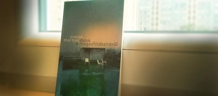 Kötődés egy kötethez – ajánló Simon Márton magasföldszinti dalairól