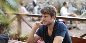 A rímtelen szabadság anyaga – avagy interjú Závada Péterrel az új kötetéről