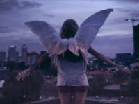 Sötét angyal, makulátlan szívvel