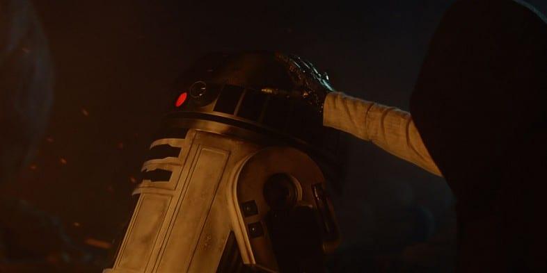 Force-Awakens-R2-D2-and-Luke