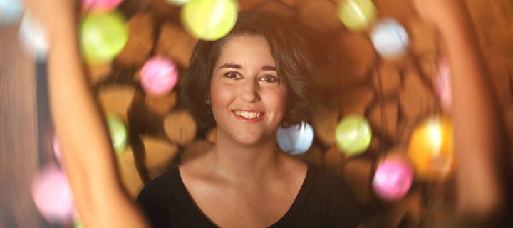 """""""Gyerekként még csak hobbi volt, aztán szépen lassan álommá, majd életcéllá nőtte ki magát"""" – interjú Gabriella Eld írónővel"""