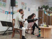 Póráz, bilincs és fenéktörlés- Beszámoló a zenés író-olvasó találkozóról Szabó T. Annával és Sinha Róberttel