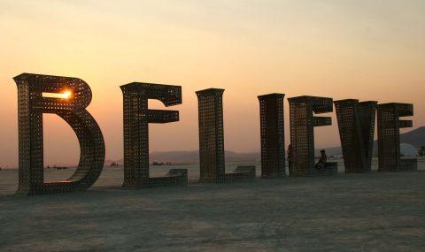 Hinni és hinni hagyni…