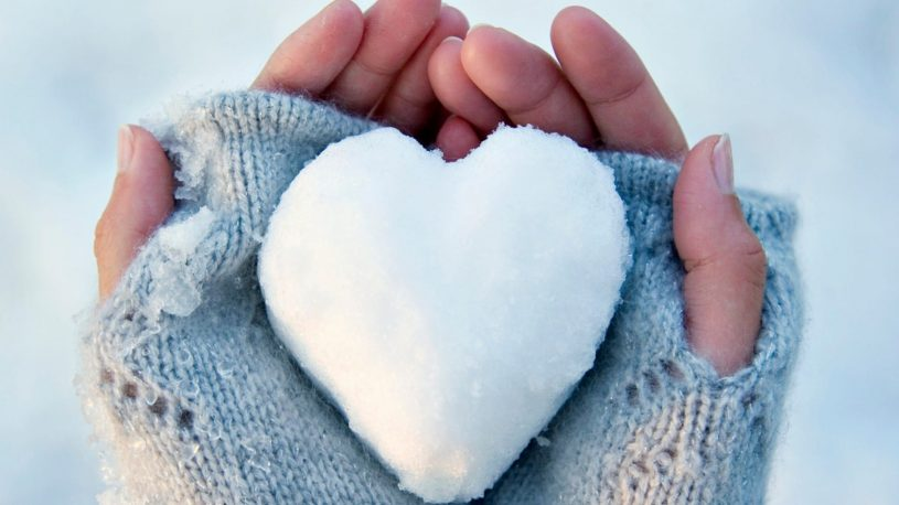 snow_heart_hold_hands-1920x1080