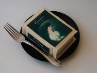 """""""Egyél velem könyvet!"""" – Ajánló a KönyvParfé blogról"""