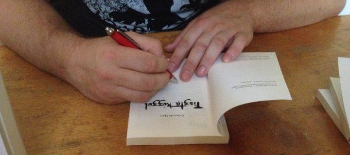"""""""Az írás egyfajta gyógymód nekem, mert a nap folyamán összegyűlt gondokat, így adom ki magamból."""" – interjú Dohoczki Mátéval"""