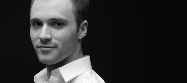 """""""A boldogság csak egy állapot, ami múlandó."""" – interjú Péterbencze Ákossal"""