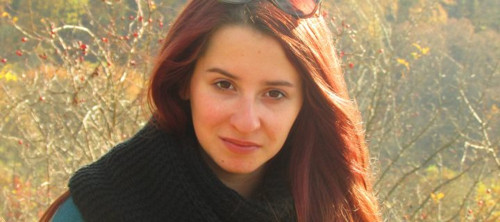 Ritkán libegnek a verseim, inkább nagyon erőteljesen beletaszítanak egy kanapéba – interjú Szabó Anitával