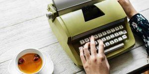 """""""Akkor is írnék, ha a verseimet az asztalfiókban látnám újra."""" – interjú Heic Beátával"""